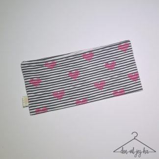Svarte striper med hjerter