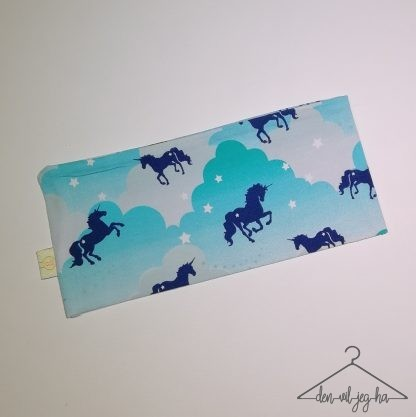 Blå skyer med hest
