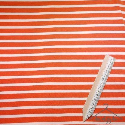 Oransje og hvite striper