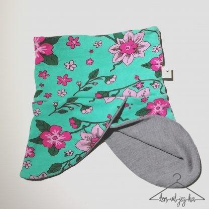 Rund hals frisk grønn med rosa blomster