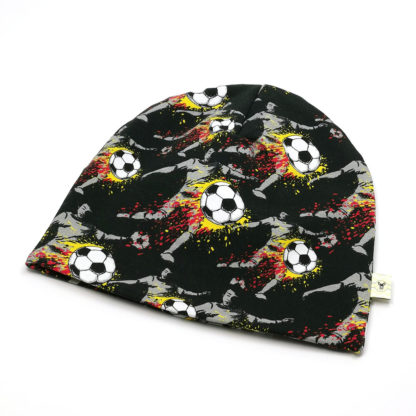 Fotballspiller med fotball i flammer lue