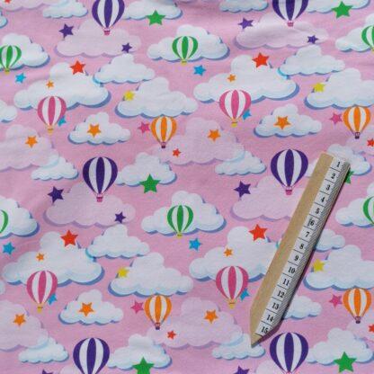 Luftballong skyer rosa stoff klær tøy